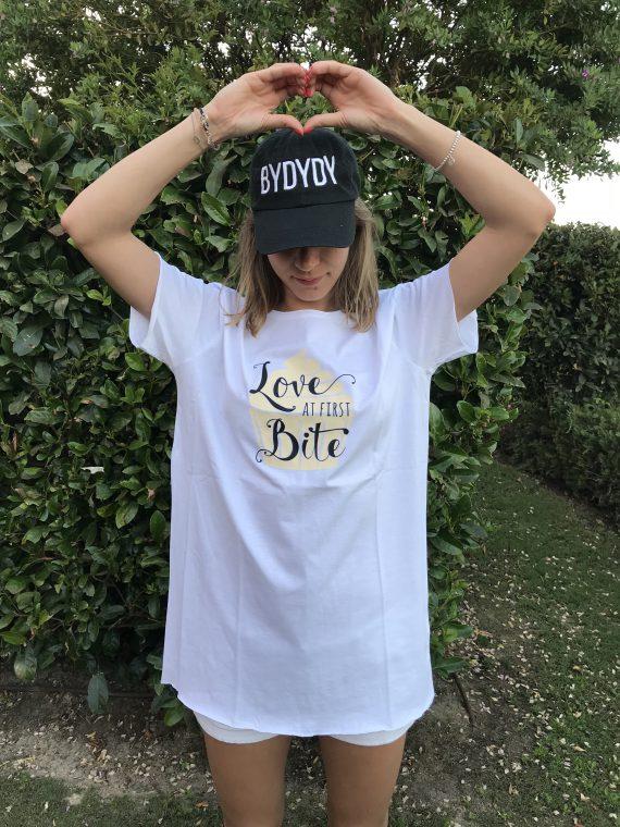 """Love at First Bite"" Camiseta Algodon Organico"